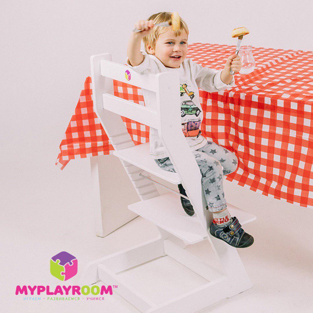 Ребенок за столом