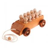 Деревянная машинка с пассажирами в колпачках 2