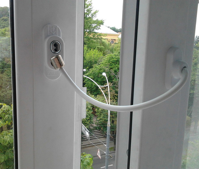 Ограничитель открывания окон с тросом
