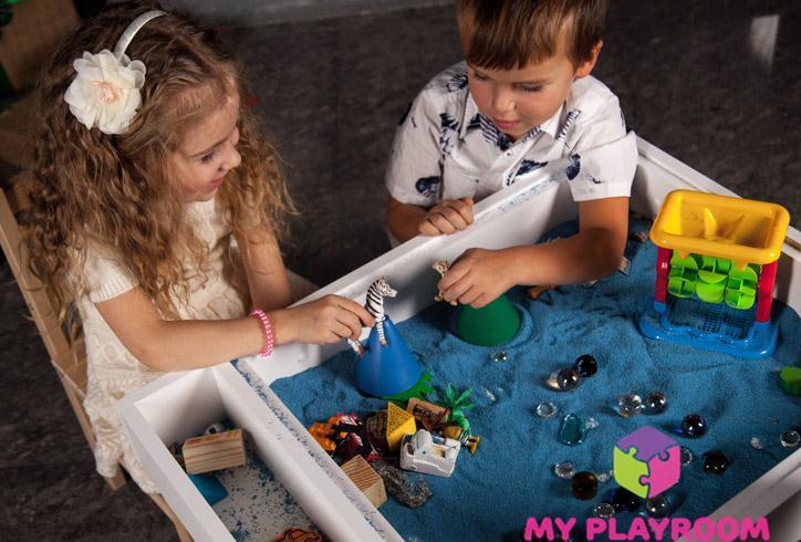 Совместная игра с песком в домашней песочнице myplayroom