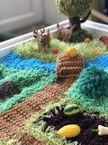 Вязаный коврик-ландшафт для сенсорных коробочек ручной работы 2