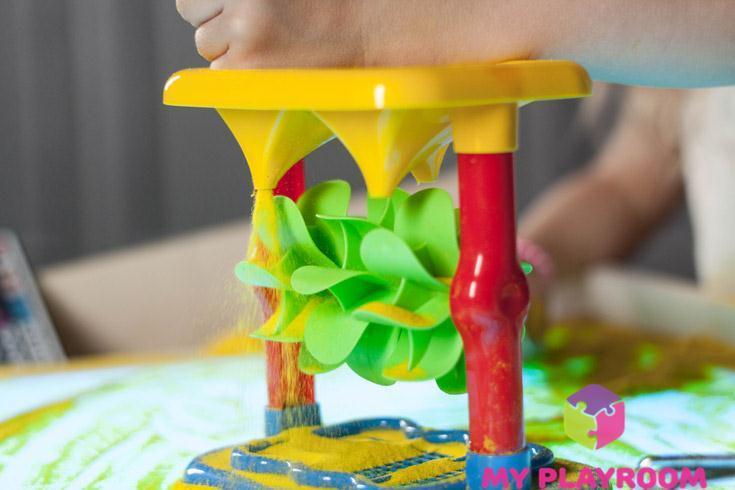 Игры с песком и песочной мельницей на световом столике-песочнице Myplayroom.ru