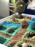 Вязаный коврик-ландшафт для сенсорных коробочек ручной работы 4