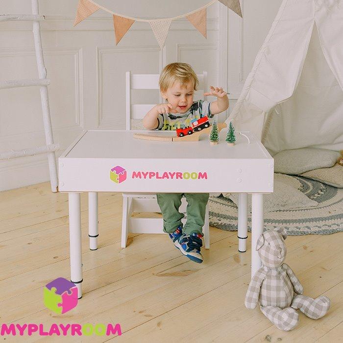 Игра за детским столом песочницей