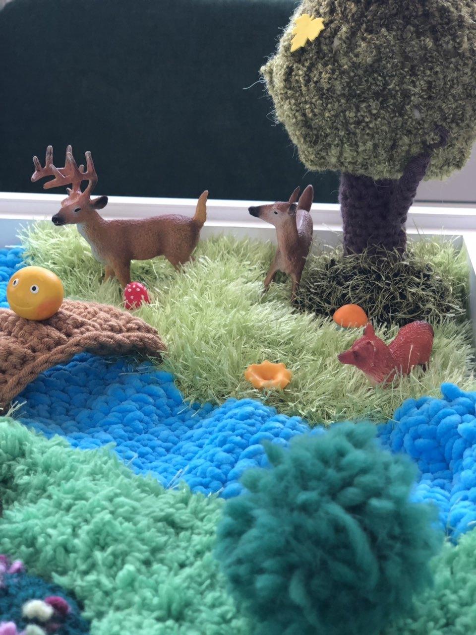 Зона леса вязаного коврика фермы для игр