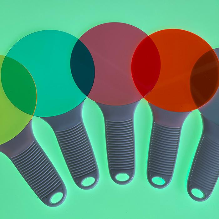 Цветные безопасные стёкла на световом столе