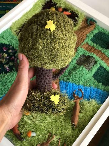 Вязаный коврик-ландшафт для сенсорных коробочек ручной работы 8