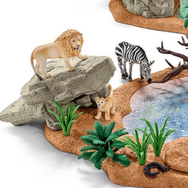 Набор игрушек - животные у водопоя