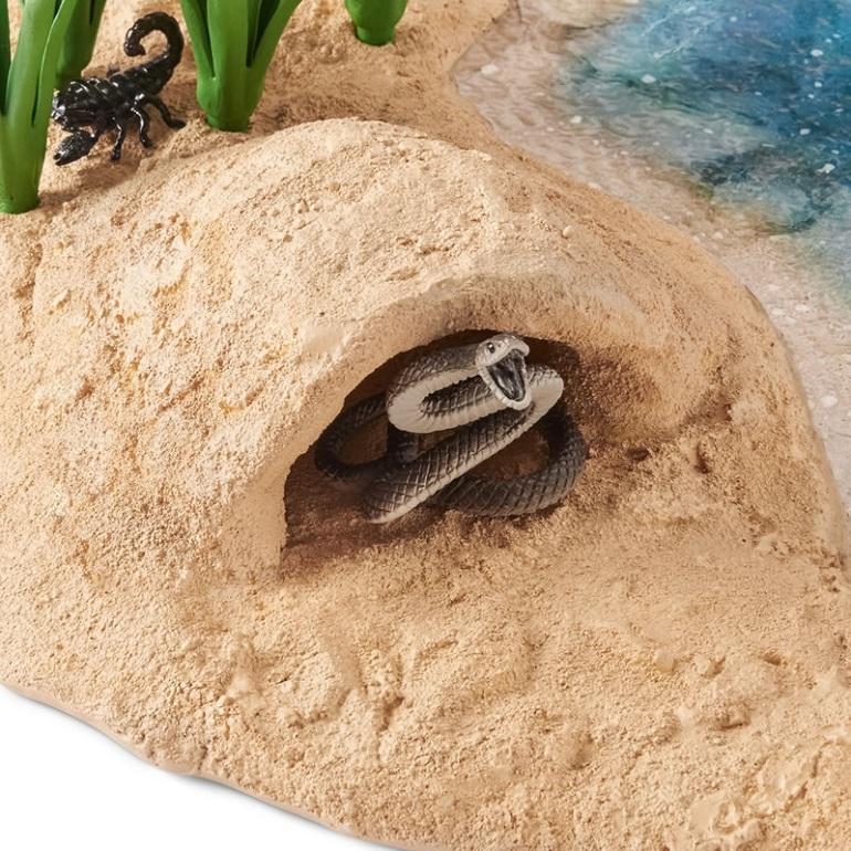 Набор детских фигурок животных - змея в норе