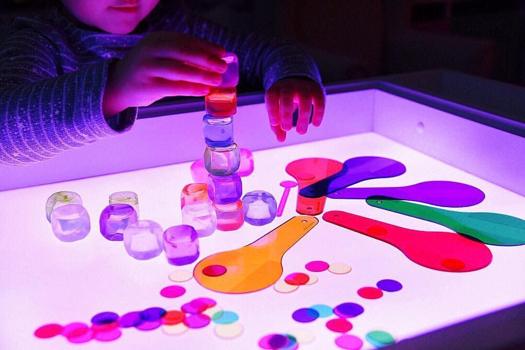Игры со световым столиком