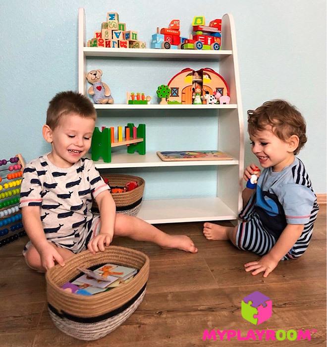 Компактный стеллаж для материалов и игр в детскую